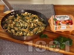 Задушен спанак с киноа, сирене Моцарела и яйца на тиган - снимка на рецептата